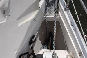 46' Hunter 460 2001 Anchor locker