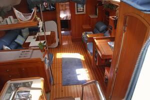 46' Hunter 460 2001 Main salon