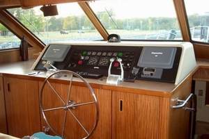 60' Hatteras Motor Yacht 1988 Lower Helm