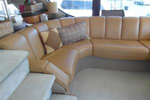 53' Carver 530 Voyager Pilothouse 2001 2001 Carver 530 Voyager Salon Settee