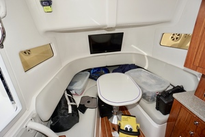 41' Regulator 41 2016 Cabin with CUstom Table