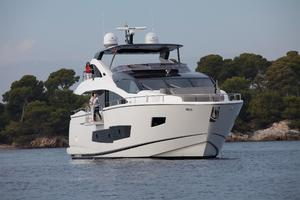 86' Sunseeker 86 Yacht 2014 Manufacturer Provided Image: Sunseeker 86 Yacht Bow