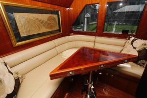 55' Hampton 558 Pilothouse 2006 Hampton 558 Pilothouse Guest Seating