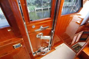 55' Hampton 558 Pilothouse 2006 Hampton 558 Pilothouse Starboard Entry