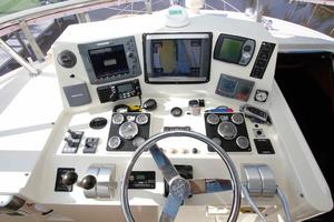 55' Hampton 558 Pilothouse 2006 Hampton 558 Pilothouse Electronics Upper Helm