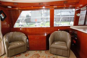 55' Hampton 558 Pilothouse 2006 Hampton 558 Pilothouse Portside Seating