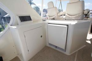 55' Hampton 558 Pilothouse 2006 Hampton 558 Pilothouse Sky Lounge Fridge