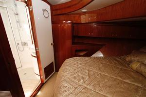 55' Hampton 558 Pilothouse 2006 Hampton 558 Pilothouse VIP Guest Berth