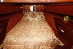 55' Hampton 558 Pilothouse 2006 Hampton 558 Pilothouse VIP Stateroom