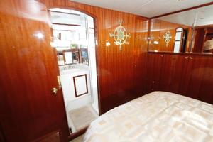 55' Hampton 558 Pilothouse 2006 Hampton 558 Pilothouse Master Stateroom w/Ensuite Head