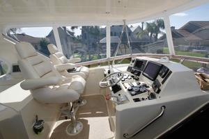 55' Hampton 558 Pilothouse 2006 Hampton 558 Pilothouse Sky Lounge Upper Helm