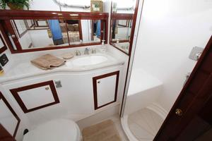 55' Hampton 558 Pilothouse 2006 Hampton 558 Pilothouse Master Ensuite Head