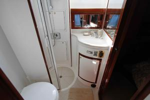 55' Hampton 558 Pilothouse 2006 Hampton 558 Pilothouse VIP Guest Head