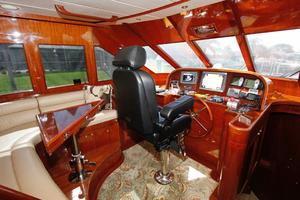 55' Hampton 558 Pilothouse 2006 Hampton 558 Pilothouse Lower Helm