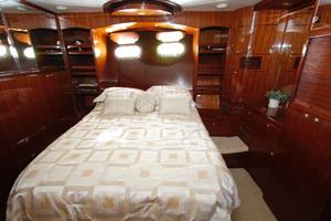 55' Hampton 558 Pilothouse 2006 Hampton 558 Pilothouse Master Stateroom