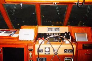 Hatteras-Flybridge-1987-The-Bottom-Line-Southwest-Harbor-Maine-United-States-Pilothouse-Helm-914633