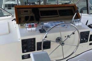 58' Hatteras Flybridge 1987 Upper Helm June 2018