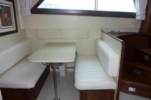 Hatteras-Flybridge-1987-The-Bottom-Line-Southwest-Harbor-Maine-United-States-Dinette-914635