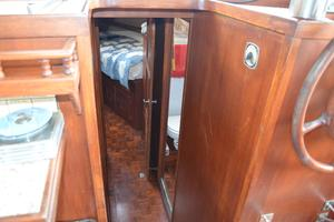 44' Marine Trader Tri Cabin 1978 Marine Trader 44 Classic Trawler Comapanionway to Forward Staterooms