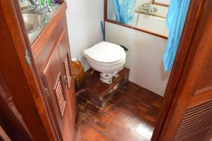 44' Marine Trader Tri Cabin 1978 Marine Trader 44 Classic Trawler Master Head Toilet