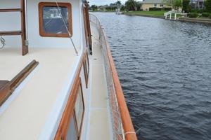 44' Marine Trader Tri Cabin 1978 Marine Trader 44 Classic Trawler STBD Sidedeck