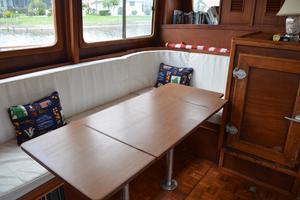 44' Marine Trader Tri Cabin 1978 Marine Trader 44 Classic Trawler Salon Table Unfolded