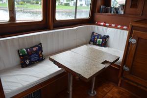 44' Marine Trader Tri Cabin 1978 Marine Trader 44 Classic Trawler Salon Table Folded