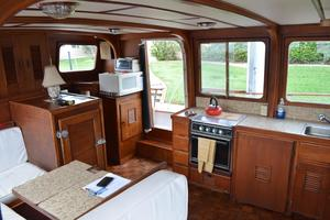 44' Marine Trader Tri Cabin 1978 Marine Trader 44 Classic Trawler Island Roamer Salon/Galley