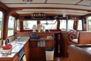 44' Marine Trader Tri Cabin 1978 Marine Trader 44 Classic Trawler Salon Looking Forward