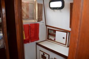 44' Marine Trader Tri Cabin 1978 Marine Trader 44 Classic Trawler FWD Head