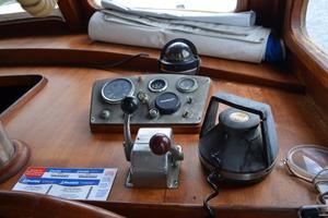 44' Marine Trader Tri Cabin 1978 Marine Trader 44 Classic Trawler Salon Helm Console
