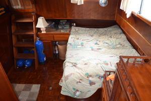 44' Marine Trader Tri Cabin 1978 Marine Trader 44 Classic Trawler Master Berth