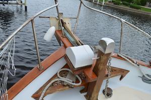 44' Marine Trader Tri Cabin 1978 Marine Trader 44 Classic Trawler Anchor Windlass/Bow Pulpit