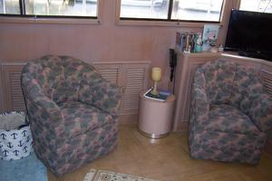 48' Chung Hwa Seamaster Sundeck 1989 48 Chung Hwa Salon Tub Chairs