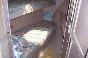 48' Chung Hwa Seamaster Sundeck 1989 48 Chung Hwa  FWD Guest Cabin
