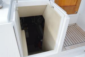 58' Buddy Davis 58 Sportfish Convertible 2003 Engine Room Access