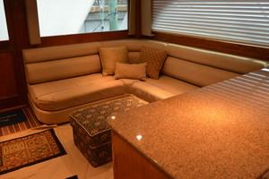 58' Buddy Davis 58 Sportfish Convertible 2003 Salon Sofa