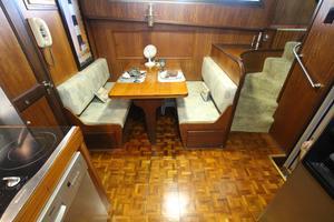 53' Hatteras 53 Motor Yacht 1973 Dinette