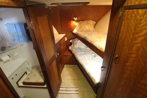 53' Hatteras 53 Motor Yacht 1973 Forward stateroom