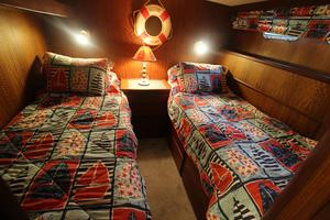 53' Hatteras 53 Motor Yacht 1973 Guest Stateroom
