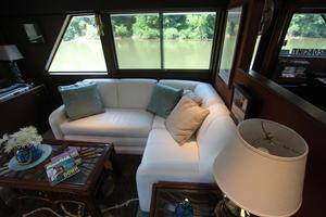 53' Hatteras 53 Motor Yacht 1973 Salon Couch