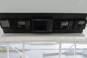 68' Hatteras Convertible 2005 Flybridge Overhead Electronics