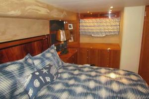 68' Hatteras Convertible 2005 Master Stateroom Port View
