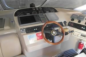 50' Cruisers Yachts 5000 Sedan Sport 2001 2001 Cruisers 50 Lower Helm