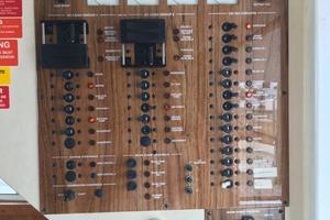 39' Mainship 390 Trawler 2000 Electrical panel