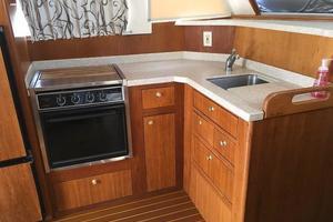 39' Mainship 390 Trawler 2000 Sink and range
