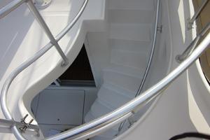 39' Mainship 390 Trawler 2000 Steps