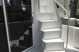 39' Mainship 390 Trawler 2000 Steps to Flybridge