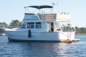 39' Mainship 390 Trawler 2000 Port Profile