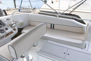 39' Mainship 390 Trawler 2000 FB Seating